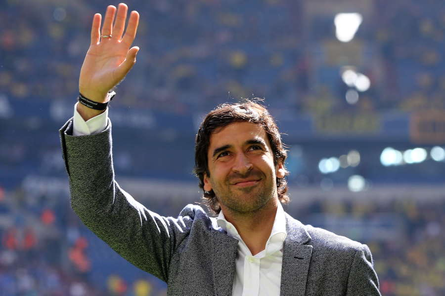 カスティージャを率いる元スペイン代表FWラウール・ゴンサレス監督【写真:Getty Images】