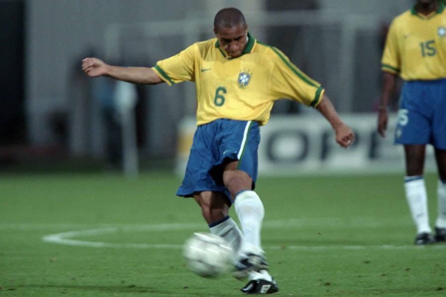 試合当時の元ブラジル代表FWロベルト・カルロス【写真:Getty Images】