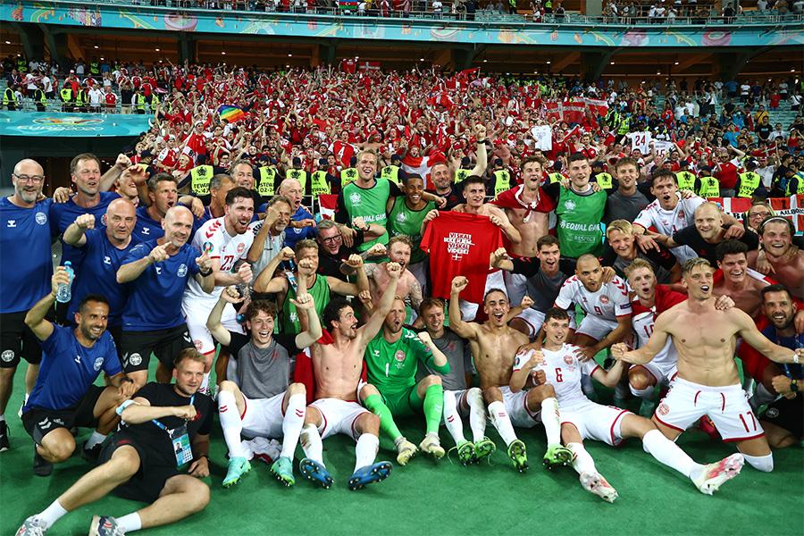 チェコに勝利しベスト4進出を決めたデンマーク代表の選手たち【写真:Getty Images】