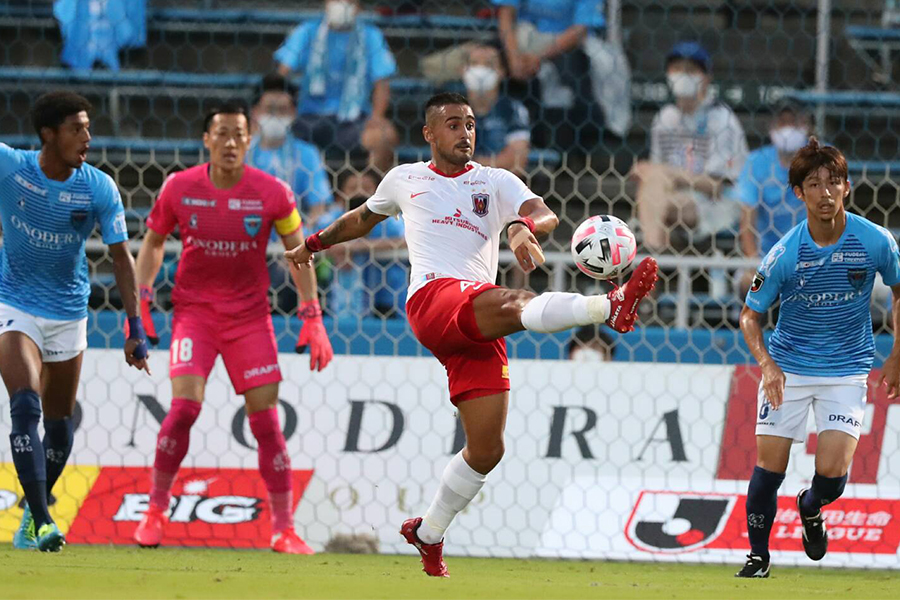 浦和レッズがFWレオナルド(中央)のゴールを含む2得点で横浜FCに勝利【写真:高橋学】