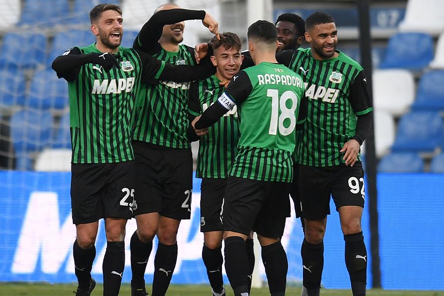 緑色のユニフォームでプレーをしてきたサッスオーロの選手たち(写真はイメージです)【写真:Getty Images】