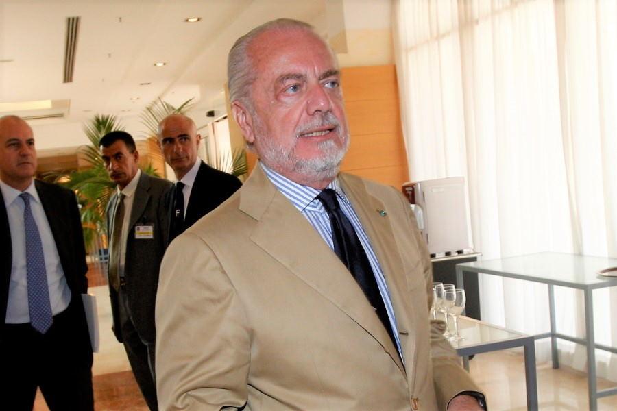 ナポリのラウレンティス会長がCLのバルセロナ開催に不満【写真:AP】
