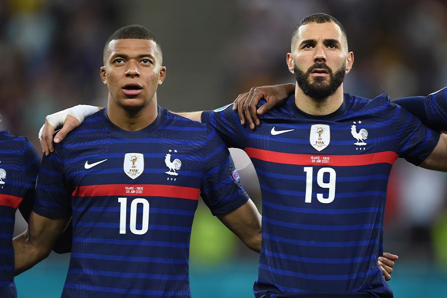 フランス代表でも共にプレーをしたFWキリアン・ムバッペとFWカリム・ベンゼマ【写真:Getty Images】