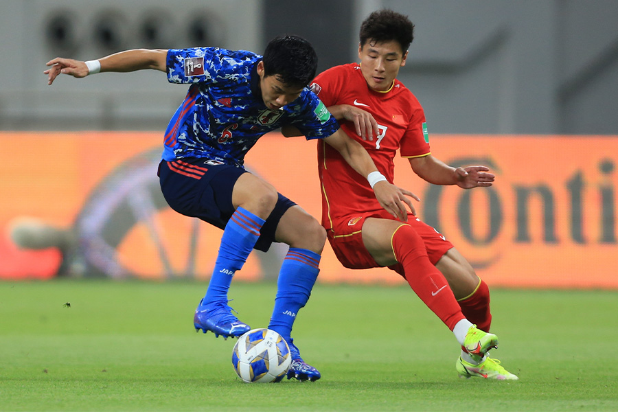 中国代表FWウー・レイ(写真右)が日本代表との差について言及【写真:AP】