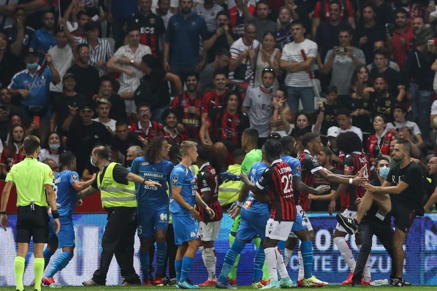 ニース対マルセイユの一戦で両チーム入り乱れる騒動【写真:Getty Images】