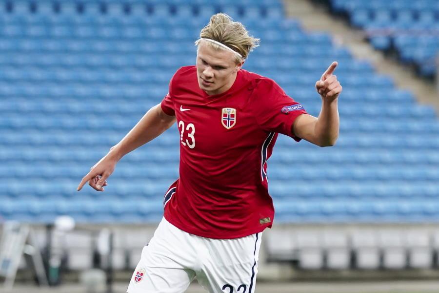 ノルウェー代表FWハーランドが試合後2ショットを公開【写真:AP】
