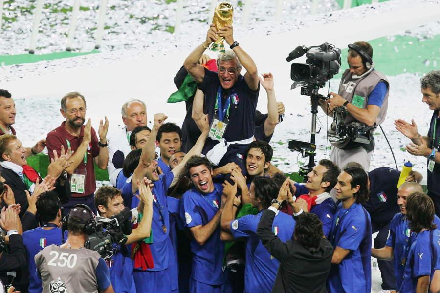 2006年W杯で優勝したイタリア代表を率いた名将リッピ監督(写真中央)【写真:Getty Images】