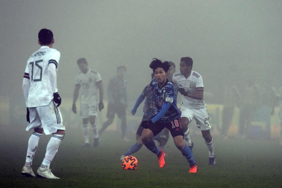 後半途中から、霧で視界が奪われた日本代表は2失点でメキシコに敗北【写真:©JFA】