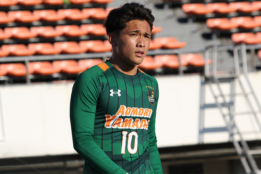 青森山田で背番号10を背負う2年生エースのMF松木玖生【写真:Football ZONE web】