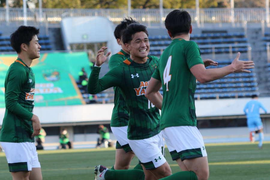 青森山田が4点を奪い勝ち上がった【写真:Football ZONE web】