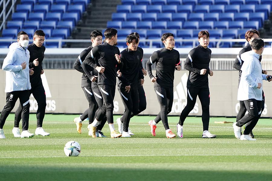 事前練習を行う韓国代表の選手たち【写真:Getty Images】