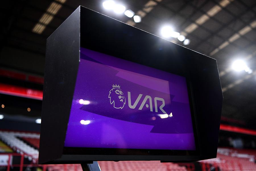 プレミアリーグではVARシステムの改善が進められている【写真:Getty Images】
