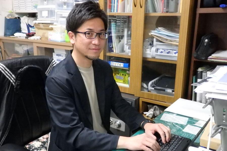 現在は地元の浦和の小規模保育施設で管理者を務める三上卓哉氏【写真:河野 正】