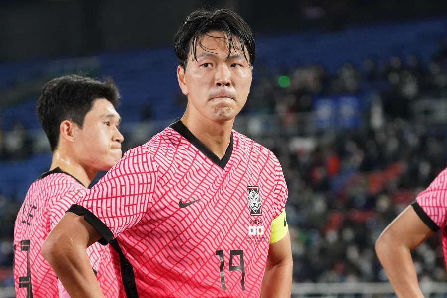 日韓戦後、悔しさを露わにする韓国代表DFキム・ヨングォン【写真:Getty Images】