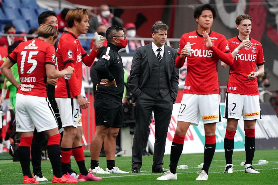 浦和レッズはホームで湘南ベルマーレ敗れ公式戦連敗となった【写真:Getty Images】
