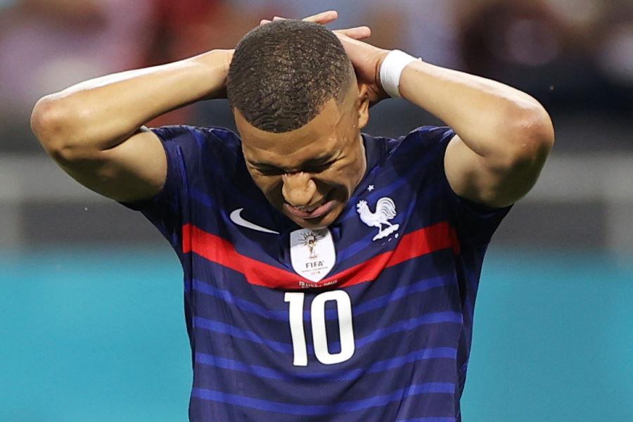 フランスはムバッペがPKを失敗し、敗退となってしまった【写真:ロイター】