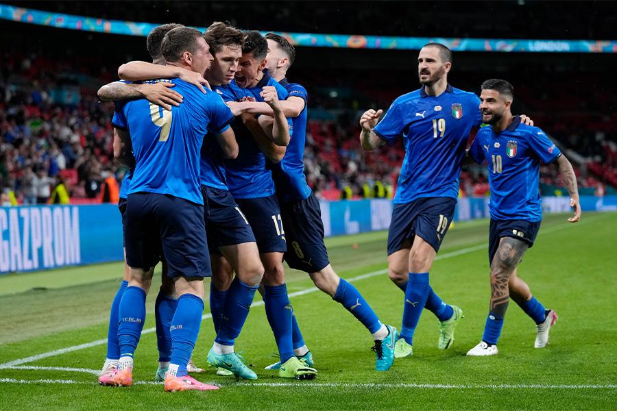 ベストに進出したイタリア代表の選手たち【写真:AP】