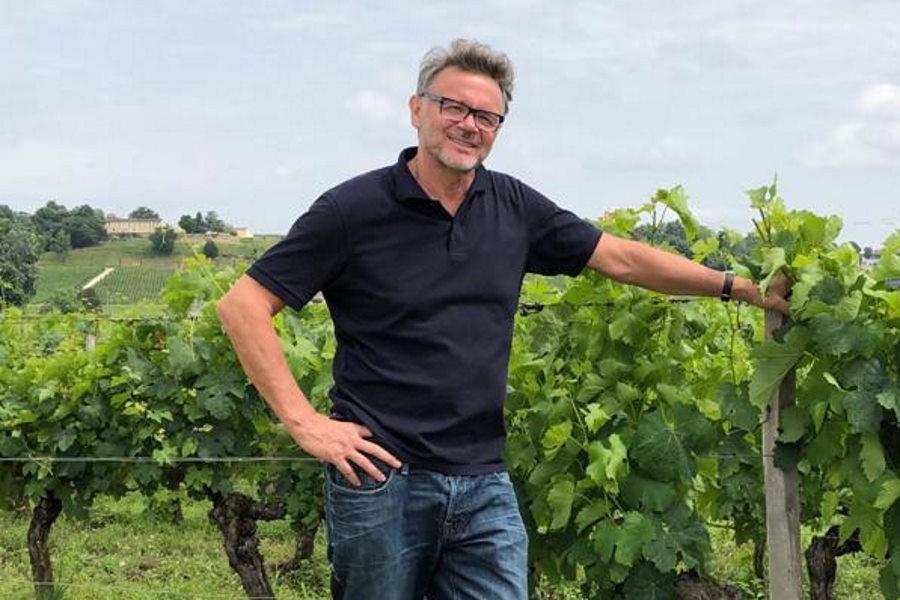 元日本代表監督のトルシエ氏は現在フランス南西部サンテミリオンでワイン園を運営。高級ワイン「ソルベニ」は日本でも購入できる【写真:本人提供】