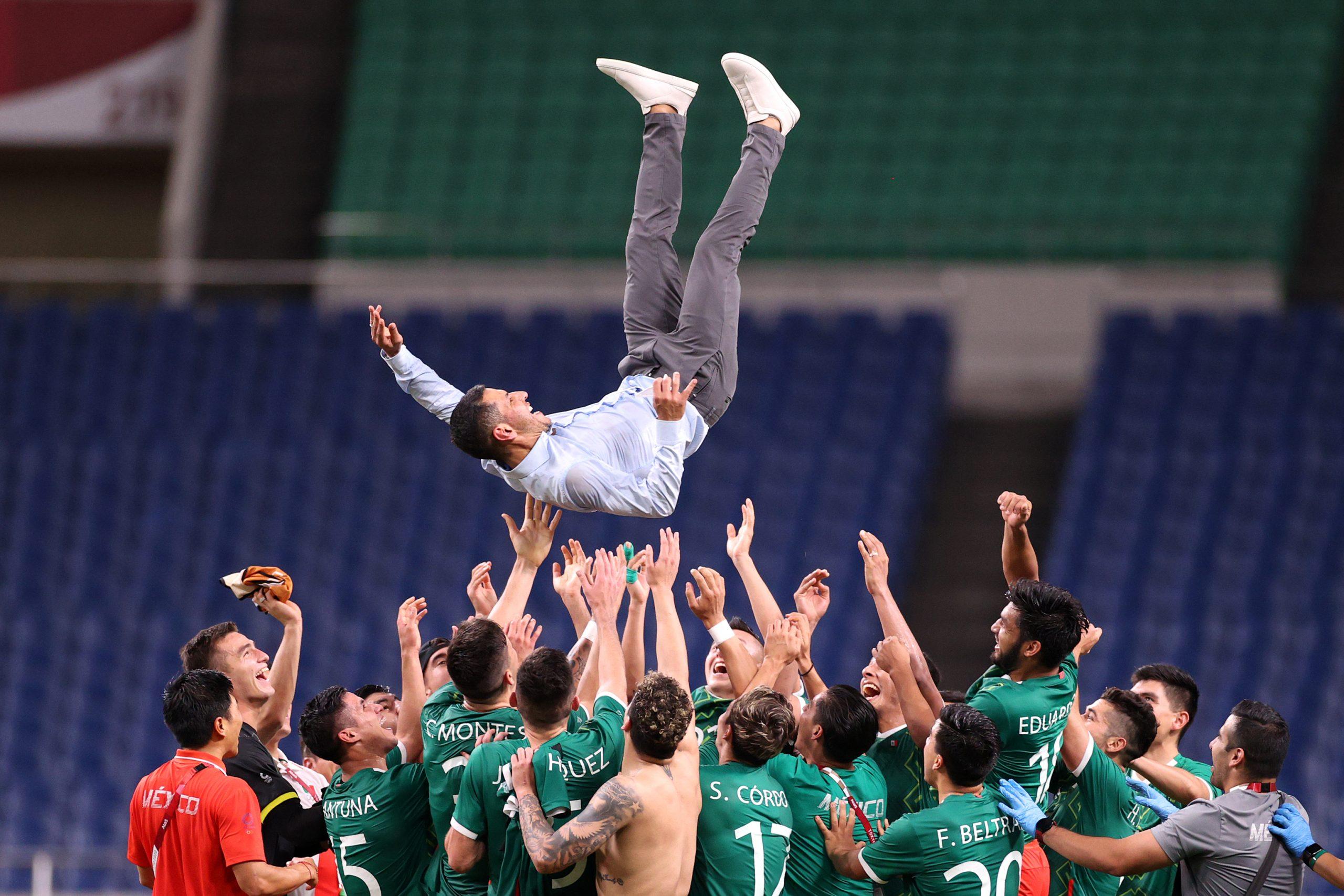 西村亮太コーチのうれし泣きに注目【写真:Getty Images】
