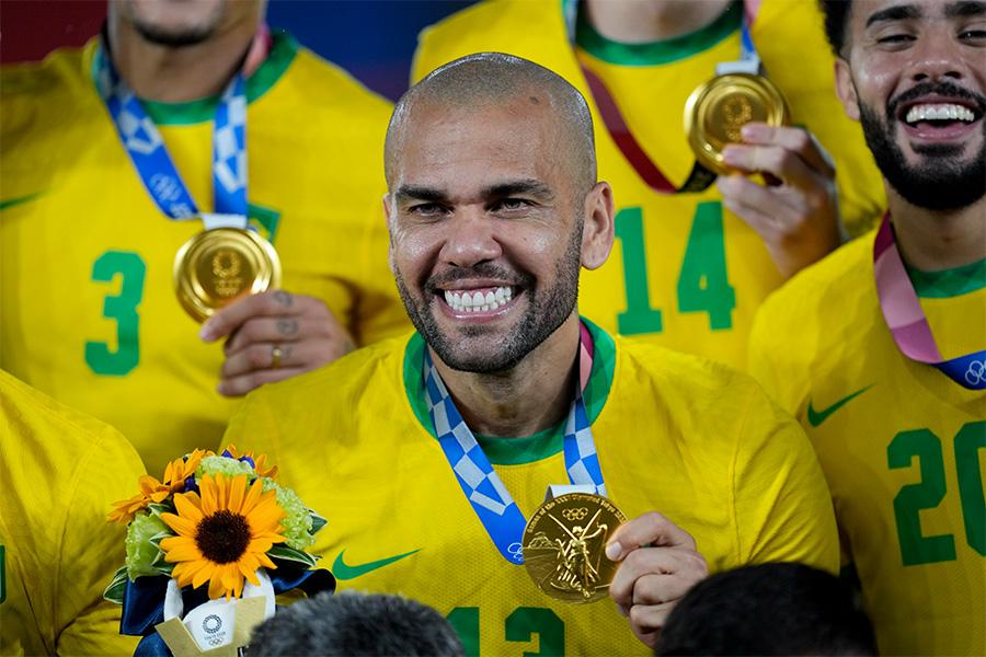 オリンピック連覇を達成したブラジル代表DFダニエウ・アウベス【写真:AP】