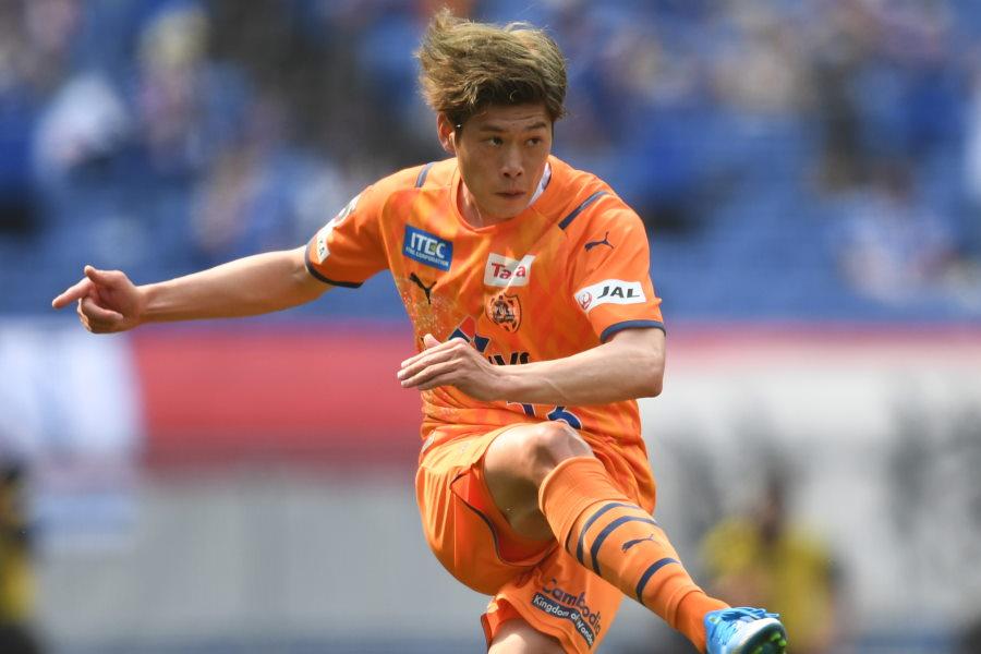 華麗なゴールを決めた清水MF鈴木唯人【写真:Getty Images】