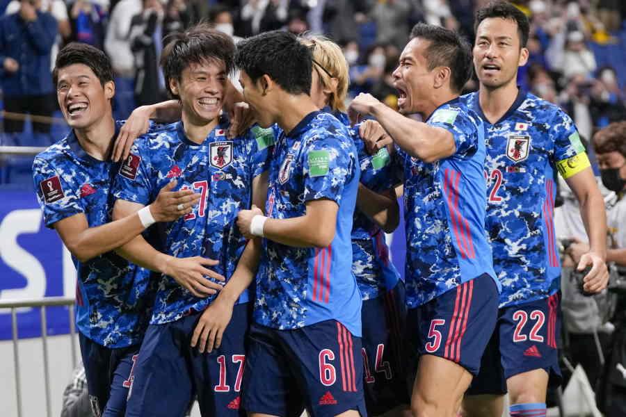 予選初先発で結果を残した日本代表MF田中碧(写真左から2番目)【写真:AP】